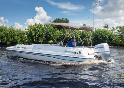 Hurricane deck boat 201